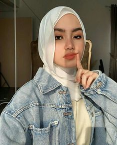Modest Fashion Hijab, Street Hijab Fashion, Casual Hijab Outfit, Hijab Chic, Hijabi Girl, Girl Hijab, Beautiful Hijab Girl, Hijab Style Tutorial, Hijab Fashionista