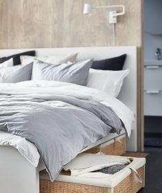 An IKEA interior designer provides ideas and inspiration for a calm and stylish bedroom in a small space, with plenty of storage and a minimalist look. Bedroom Corner, Ikea Bedroom, White Bedroom, Bedroom Ideas, Master Bedroom, Stylish Bedroom, Modern Bedroom, Small Rooms, Small Spaces