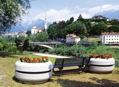 Siamo arrivati lontano nel mondo, ma non ci dimentichiamo mai della nostra Belluno! #Bellitalia #BELLUNO #qdv17 Street Furniture, Flower Boxes, Beautiful Homes, Outdoor Furniture, Green, Plants, Design, Decor, Italy