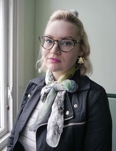 Kimberly from Wardrobe Conversations blog wearing our IOLLA 'Muir' frame in Classic Tortoise.   www.wardrobeconversations.com/2016_02_01_archive.html