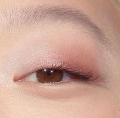 glossier makeup for acne Eye Makeup Blue, Glossy Makeup, Eye Makeup Tips, Makeup Inspo, Makeup Inspiration, Hair Makeup, Makeup Ideas, Monolid Eyes, Monolid Makeup