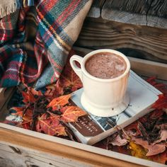 27 Hot Chocolate Recipes: Warm up your cold Winter days - Wholesome Living Tips Iphone 8 Wallpaper, Fall Wallpaper, Wallpapers Android, Phone Backgrounds, Autumn Aesthetic, Cozy Aesthetic, Fall Drinks, Autumn Cozy, Autumn Quotes Cozy