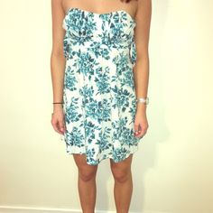 Floral strapless dress This is the perfect dress for spring and summer! The back has two straps that can tighten it and be tied into a bow. Ruby Rox Dresses Strapless