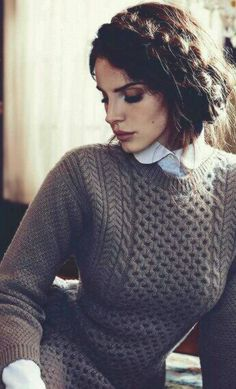 A very Scandinavian look. Lana Del Rey - dark brown eyeshadow & mauve lipstick colour