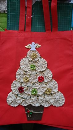 Calico tree Christmas Patchwork, Christmas Sewing, Christmas Bags, Christmas Fabric, Creative Arts And Crafts, Easy Diy Crafts, Paper Flowers Craft, Flower Crafts, Christmas Ornament Crafts
