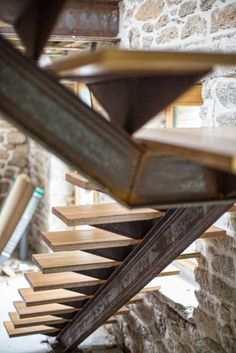 Steel Home creates your stairs according to your taste: Steel or stainless steel structure, wooden steps in moabi, oak, merbeau or ash Source by franckpageau Steel Stairs Design, Home Stairs Design, Metal Stairs, Modern Stairs, Floating Staircase, Spiral Staircase, Outside Stairs, Architecture Renovation, Design Industrial