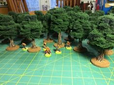 A tutorial to easy build trees. This looks like the best tutorial I could find for making a tree for the gift I plan on making for Christmas. Aquascaping, Model Tree, Warhammer Terrain, Game Terrain, Wargaming Terrain, Miniature Trees, Good Tutorials, Train Layouts, Miniture Things