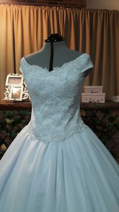 Vestido de Novia Ball Gowns, Formal Dresses, Fashion, Brides, Bridal Gowns, Ballroom Gowns, Dresses For Formal, Moda, Ball Gown Dresses
