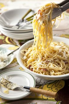 i'm guessing this is fetuccini alla carbonara . . . which in that case, i need this in my stomach. now.