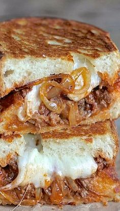 SLOPPY JOE PANINI WITH BABY SWISS AND CARAMELIZED ONIONS Panini Sandwiches, Grilled Sandwich, Soup And Sandwich, Sandwich Recipes, Wrap Sandwiches, Healthy Panini Recipes, Delicious Sandwiches, Empanadas, Paninis