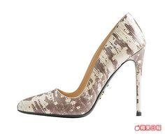 訂製高跟鞋推出蛇皮款式。 5萬5000元