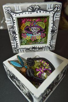 """La caja especial con el tema de """"Catrina"""" también la puedes adquirir en www.cielitolindostore.com una verdadera obra de arte."""