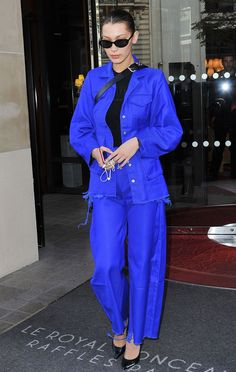 Bella Hadid Style File: Fashion and street style, fashion and wardrobe evolution in over 100 pictures. Bella Hadid's style file evolution in pictures on Vogue. Style Bella Hadid, Bella Gigi Hadid, Bella Hadid Outfits, Fashion Bella, Fashion Week, Fashion Pants, Look Fashion, Paris Fashion, Street Fashion
