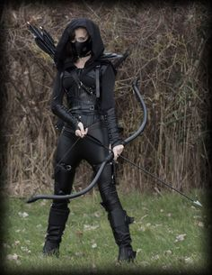 The assassin costume I made for Halloween this year. Hand made the bow, arrows, jacket, quiver and other small pieces. Assassin Costume, Warrior Costume, Zombie Apocalypse Outfit, Warrior Outfit, Character Outfits, Character Inspiration, Renaissance, Ideias Fashion, Cool Outfits