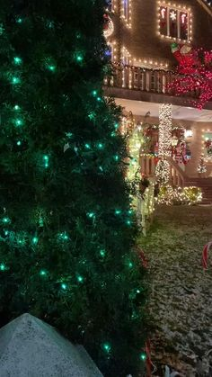 Christmas Tree Gif, Merry Christmas Pictures, Christmas Scenery, Christmas Lights Outside, Christmas Music, Christmas Holidays, Christmas Crafts, Beautiful Christmas Pictures, Animated Christmas Pictures