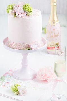 [Dieser Beitrag enthält Werbung] Nächsten Sonntag ist Muttertag. Da gibt es Blumen, Torte und Sekt. Genau in dieser Reihenfoge oder alles zusammen auf einer hübschen Tortenetagere. Ein besonderer S…