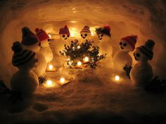 SNOWMEN!  I need to figure out how to make these without using real snow!!  could use quilt batting, or poly stuffing