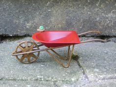 Fairy Garden Wheelbarrow - Miniature Red - Mini Green Snail