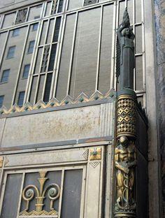 Door detail of Cincinnati Bell Building