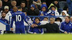 Eden Hazard fue el mejor jugador de la Premier League en la pasada temporada, elegido por los futbolistas del torneo, cuando Chelsea se llevó el título. Pero en esta temporada, su rendimiento no ha sido el mejor y por ello, se habla de una mala relación con José Mourinho. Sin embargo, el jugador belga rechazó esta afirmación. Noviembre 23, 2015.