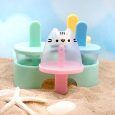 Pusheen the cat is taking over your freezer! Create some kawaii snacks with this set of four Pusheen shaped popsicle molds. Fill them up with sweet drinks and fruit for a cold and refreshing treat that's perfect for fans on a hot day. Gato Pusheen, Pusheen Stuff, Objet Wtf, Lampe Retro, Popsicle Molds, Popsicles, Kitty, My Favorite Things, Cool Stuff