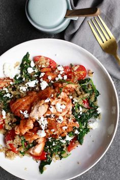 Spinach wok with baked salmon and cauliflower rice - Salad Recipes Easy Healthy Recipes, Veggie Recipes, Cooking Recipes, Clean Eating, Healthy Eating, I Love Food, Good Food, Healthy Diners, Baked Salmon
