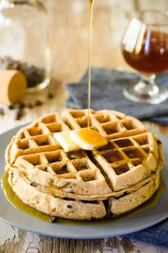 When most Americans think of Belgium, we think of waffles, chocolate, or beer. I decided to use all three in a single recipe: Belgian beer waffles with Belgian chocolate! Beer Recipes, Waffle Recipes, Gourmet Recipes, Entree Recipes, Dessert Recipes, Yummy Waffles, Pancakes And Waffles, Buttermilk Pancakes, Belgian Waffle Maker