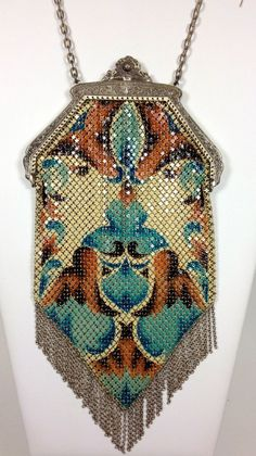 Mandalian Art Deco Nouveau Mesh Enamel Purse, OMG OMG OMG my mom collects these I need to get this for her! Vintage Purses, Vintage Bags, Vintage Handbags, Vintage Outfits, Vintage Shoes, Handbags On Sale, Luxury Handbags, Purses And Handbags, Art Nouveau