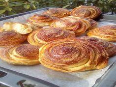 Αφράτα γλυκά ψωμάκια φανταστικά που θα λατρέψουν μικροί και μεγάλοι !!! - igastronomie.gr Sweet Buns, Sweet Pie, Sweet Bread, Appetizer Recipes, Dessert Recipes, Desserts, Cooking Time, Cooking Recipes, Greek Sweets