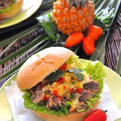 Kalua Pork Torta with Pineapple Salsa Recipe: A Slow-Cooker Recipe - Everyday Southwest Slow Cooker Pork, Slow Cooker Recipes, Crockpot Recipes, Healthy Recipes, Kahlua Pork, Slow Cooked Pulled Pork, Pork Shoulder Recipes, Beste Burger, Pork Sandwich