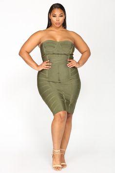 Plus-Size dolly fashion, curvy fashion, plus size fashion, womens fashion, Fashion For Petite Women, Curvy Fashion, Plus Size Fashion, Womens Fashion, Looks Plus Size, Plus Size Model, Plus Size Dresses, Plus Size Outfits, Dolly Fashion
