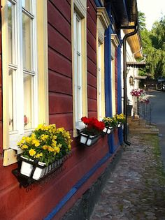 Old wooden houses in the Old Town of Naantali, Finland. Helsinki, Red Houses, Wooden Houses, Scandinavian Countries, Scandinavian Home, Sweden House, Finland Travel, House Fan, Old Town