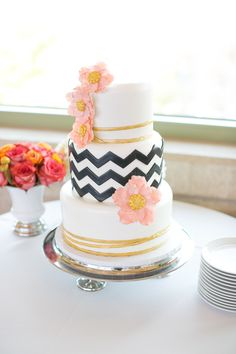 Photography: J. Anne Photography - j-annephotography.com Wedding Cake: Retro Bakery - www.retrobakerylv.com  View entire slideshow: 15 Wedding Cakes We Adore on http://www.stylemepretty.com/collection/500/