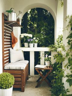 The Äpplarö wall panel with storage bench fits most balconies and can create a perfect little hideaway to read a good book