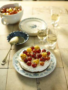Cheesecake met geitenkaas en gemarineerde tomaten http://dlhz.be/1zphV50