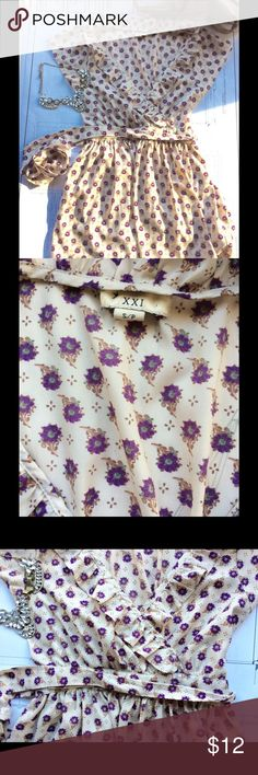 XXI floral silky top Gorgeous top to wear with skinny jeans of a tight skirt! I got a lot of compliments when I wear it. Great condition XXI Tops Blouses