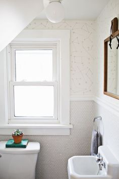 myidealhome: DIY: hand-printed galaxy on the bathroom walls (via A Beautiful Mess) This paint idea is subtle enough that your landlady might just go for it. ALSO LOVE: Penny-tile sheets as wall covering. Deco House, Home Office, Sweet Home, Penny Tile, Beautiful Mess, Beautiful Bathrooms, Bathroom Inspiration, Decoration, Interiores Design