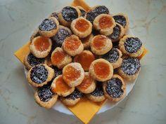 Sladkosti :: RECEPTY ZE ŠUMAVSKÉ VESNICE Mini Cupcakes, Doughnut, Muffin, Treats, Breakfast, Sweet, Recipes, Food, Basket