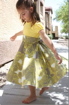 The Crafty Cupboard: Twirly T-Shirt Dress Tutorials Sewing Kids Clothes, Sewing For Kids, Baby Sewing, Clothes Crafts, Clothes For Kids, Church Clothes, Fashion Kids, Girl Fashion, Dress Fashion