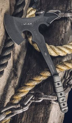 The Best Wilderness Survival Training Program – Survival Tactics Cool Knives, Knives And Tools, Knives And Swords, Zombie Weapons, Weapons Guns, Tactical Knives, Tactical Gear, Tomahawk Axe, Axe Handle
