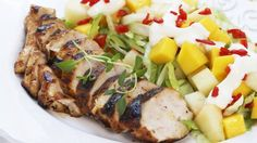 Kylling og frukt passer godt sammen, spesielt på varme sommerdager. Dressingen er rett og slett melonyoghurt. Enkelt, godt og sunt - kan det bli bedre?