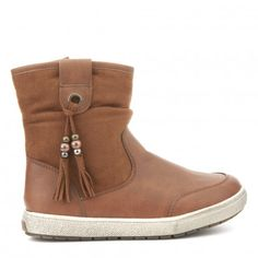 Botín borlas CREEKS Ugg Boots, Uggs, Winter, Shoes, Fashion, Shoes For Girls, Shoes Sandals, Winter Time, Moda