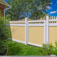Gorgeous Sahara Yellow and Patio White Matte Finish PVC Vinyl Privacy Fence Panels from Illusions Vinyl Fence. #fenceideas #gates #fences