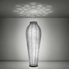 Stor gulvlampe fra FLOS som udover sit eget flotte design giver lidt ekstra til rummet!  #housecph #hellerup #belysning #design #boligindretning #boliginspiration #boliginteriør #interior #interiør #boligstyling #lampe #lamper #lamps #lights #flos #indretningsdesign by housecph