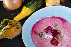 Suppe von der roten Rübe mit Wasabi