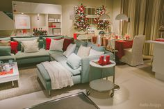Vestir a sala para o Natal. Ikea Christmas, Romantic Cottage, Sofa, Couch, Christmas Is Coming, Sweet Home, Bedroom, Design, Furniture