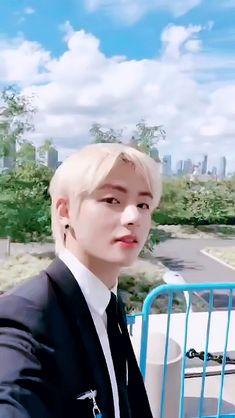 This is a Community where everyone can express their love for the Kpop group BTS Daegu, Jung Hoseok, Seokjin, Namjoon, Jimin, Foto Bts, K Pop, Bts Gifs, V Smile