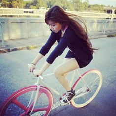 Aerospoke wheel with a Bar One for a handle bar. It's no wonder she's concentrating so hard.