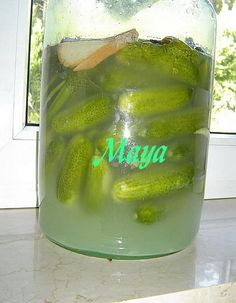 Quick pickles (without vinegar). Make a long vertical cut and put them in a big jar. Put some dill on top and a slice of bread. Mix pickle salt with cold water - 1 TBSP of salt / 1 liter water. Mix until the salt melts. Pour the cold water in the jar and cover it with a plate. Leave it close to a window to get full sun. If it's very hot outside, they will be sour in 3-4 days. Enjoy! Quick Recipes, Delicious Recipes, Gourmet Recipes, Yummy Food, Bread Mix, Slice Of Bread, Polish Food, Polish Recipes, Maya
