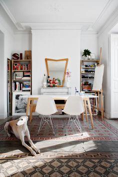 Modern office space with stunning tile floor - boho design Bohemian Interior Design, Decor Interior Design, Modern Interior, Interior Bohemio, Couch Magazin, Interior Inspiration, Design Inspiration, Gravity Home, Piece A Vivre